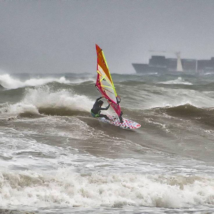 Con el viento en las venas. With the wind in the veins. #windlovers #wind #windsurf #waves #olas #marmediterraneo #mediterraneansea #instalike #instapic #instagood #instapicture #instaphoto #natureshots #naturelovers #freelife #freelifestyle #goodvibes #buenasvibraciones #gypsysoul #nikon