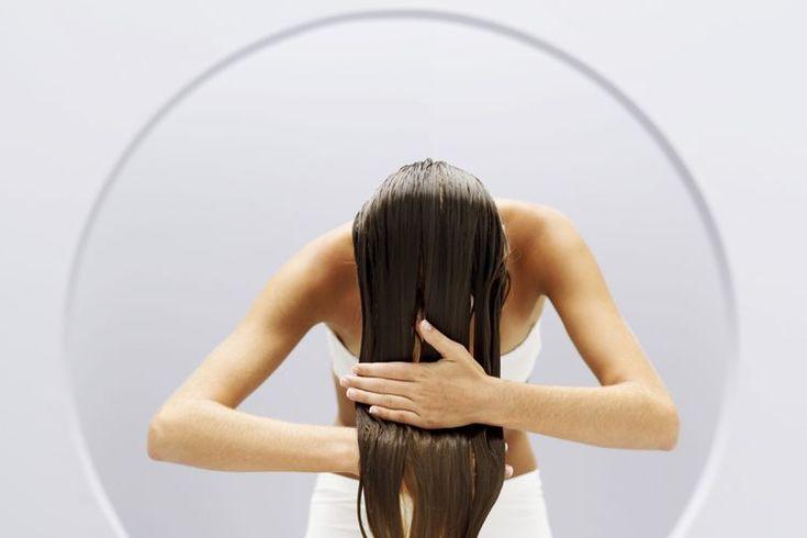 Cómo detener la caspa. La caspa es una afección común del cuero cabelludo caracterizada por picazón y descamación de la piel, que puede ser causada por una serie de cosas que incluyen la producción de aceite de sebo, piel seca, higiene y enfermedad. Cuando se produce la caspa, hay varias maneras de ...