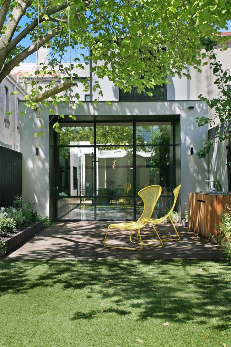 Contemporary renovation of a family home in melbourne for Courtyard designs melbourne