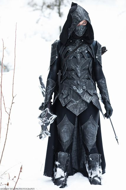 Nightingale set with bow and sword. One of my personal favorite sets of armour in Skyrim.