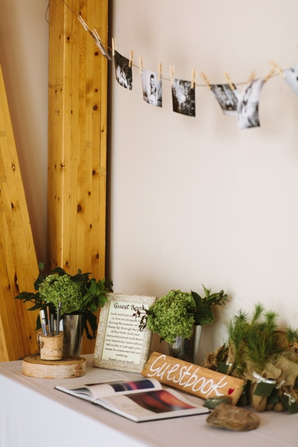 Rustic entrance table decor. Pretty and simple.