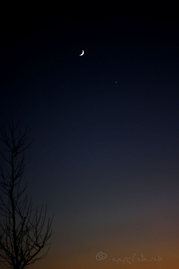 https://flic.kr/p/PAGAa7 | cresent moon and venus at sunset... | ...captured with my canon 50mm lens... Thanks for looking...  catch up soon... :-)   music  Previous blogs website  Getty Images