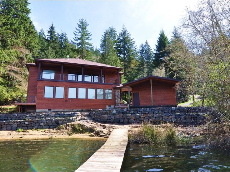 New Vacation Rental on Mercer Lake!. The Otter Banks Lake House is lakefront living at its finest! Located along the eastern shores of Mercer Lake just 1.5 ...