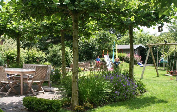 In diesem Garten wurden mehrere Spielbereiche anlegt.