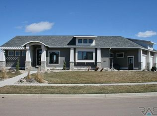View 31 photos of this 4 bed, 3.0 bath, 3346 sqft Single Family that sold on 5/17/16 for $474,900. Located on the east side of Sioux Falls in Copper Cre...