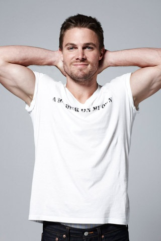 Stephen Amell (Oliver queen:green Arrow) :3