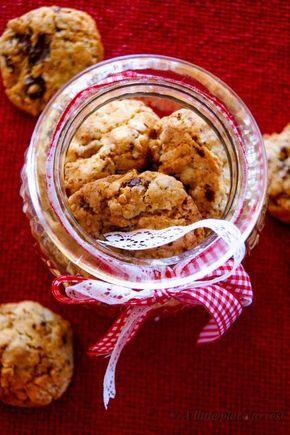I biscotti zenzero cioccolato e noci sono deliziosi ed un'ottima idea regalo per Natale.