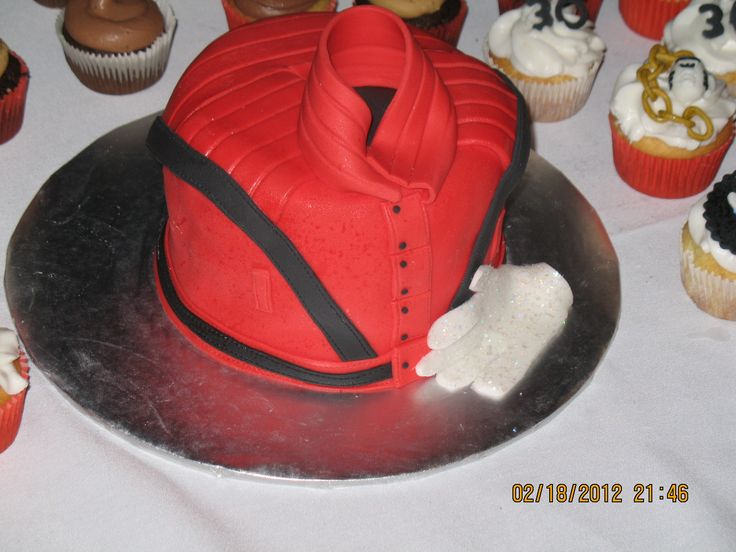 Michael Jackson Thriller jacket and glov cake, all edible ...