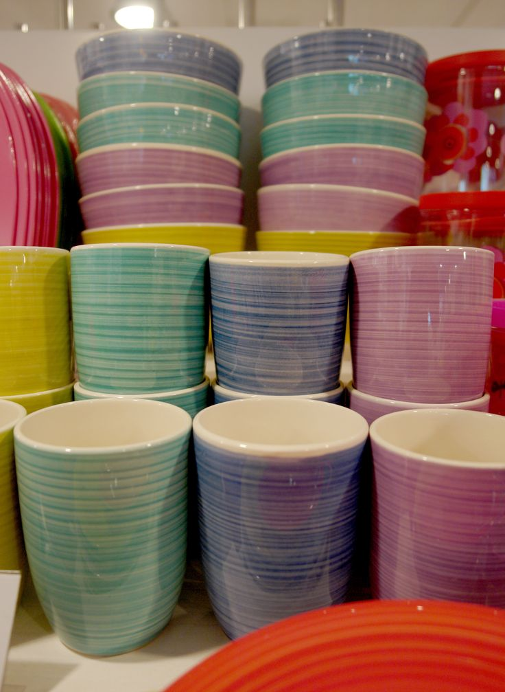 Kubeczki i miski. #kubek #miska #kubki #miseczki #miseczka #kuchnia #kitchen #herbata #sok #mug #cup #bowl #ceramika #ceramics