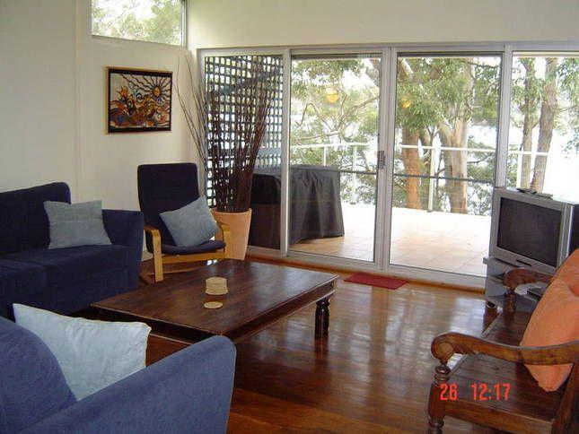 #SmithsLakeAccommodation Amaroo On The Waterfront, #EscapeHolidays #PetFriendlyHolidays www.OzeHols.com.au/1