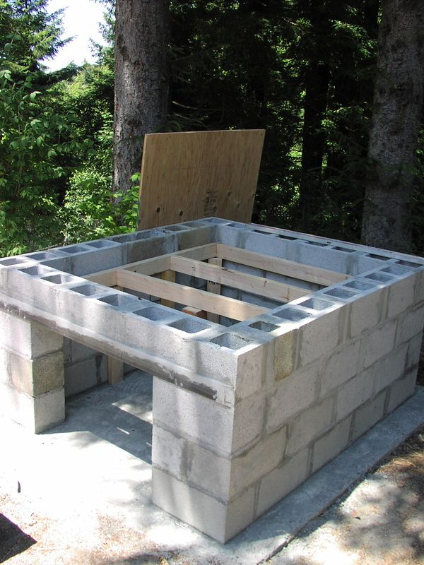 Bread/ Pizza Oven Construction I built this oven in the summer of 2002. I am not Alan Scott of  Ovencrafters  although I could not have done this project without his help. His  book  was my...