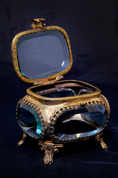 Want...Jewelrytrinket Boxes, Jewelry Trinket Boxes, Oval Glasses, Beveled Oval, Brass Boxes, Très Gentill, Estes Very C, Beautiful Things, Jewelry Boxes