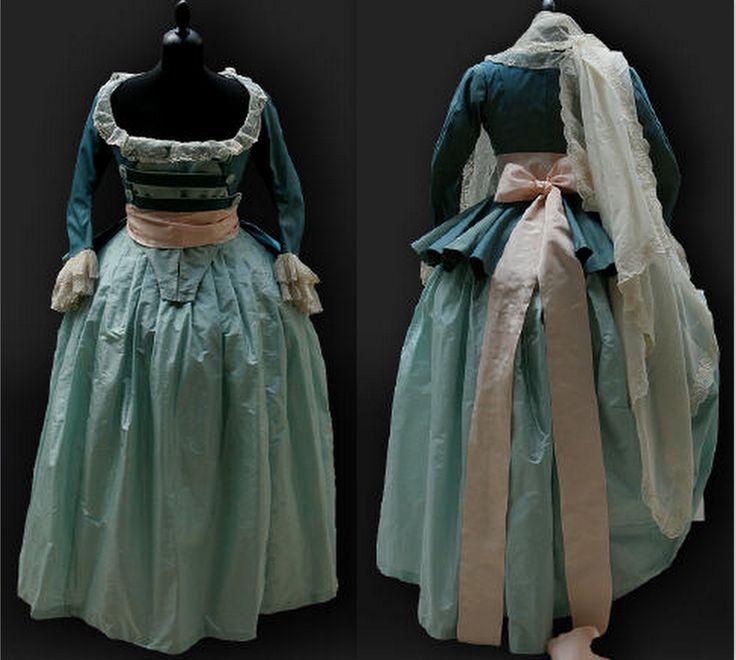 Beautiful outfit, 1787. Reine des Centfeuilles.