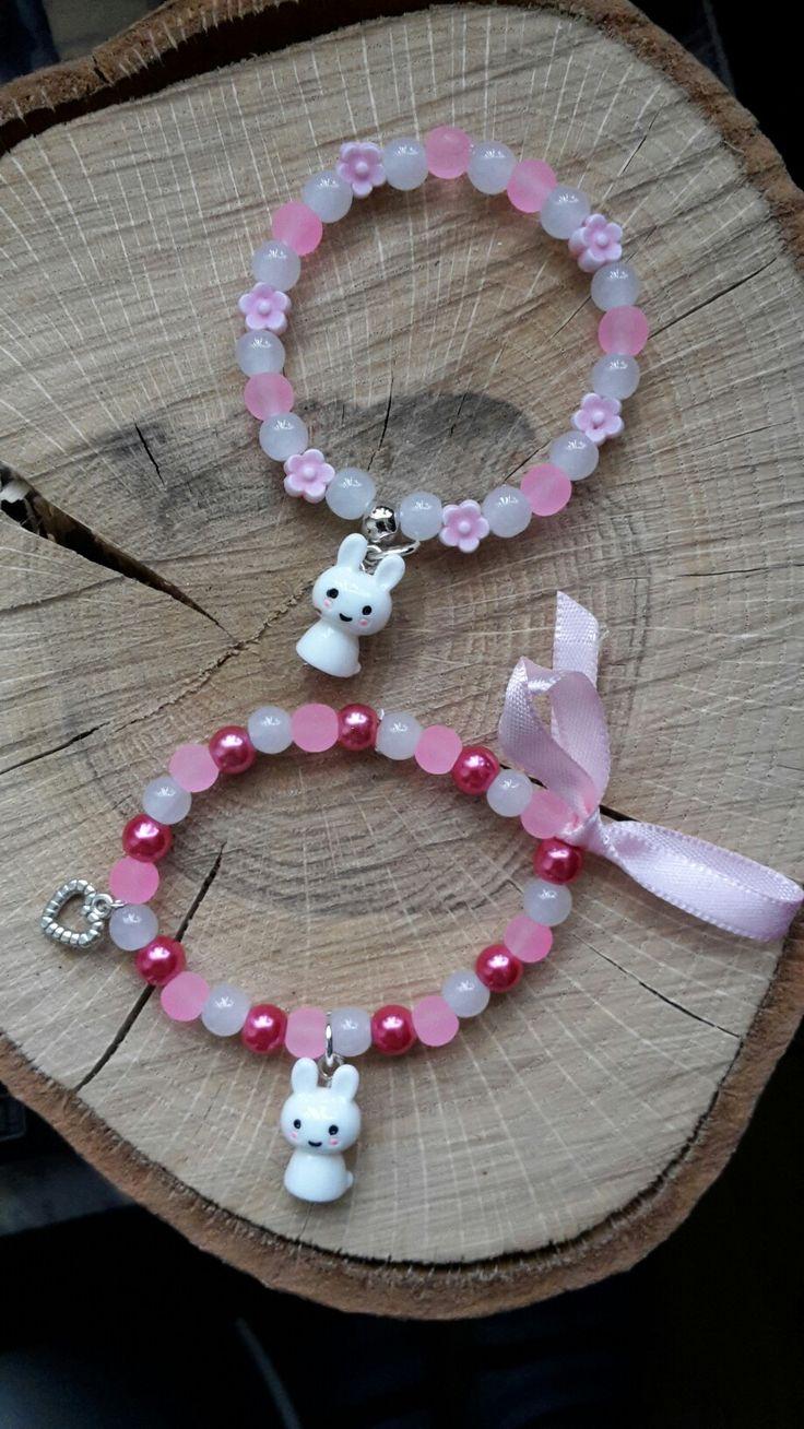 Twee roze armbandjes met Nijntje hanger zijn ze niet schattig 😁  Polstmaat 15 cm  Van ieder 1 op voorraad  Te bestellen voor €4,50 exclusief verzendkosten via inbox