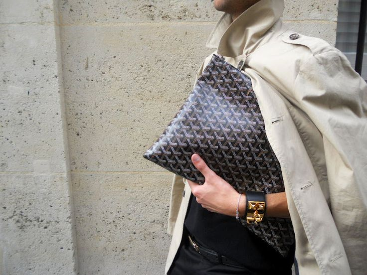 Classic trench perfectly accessorized / Hermès cuff & Goyard clutch #StreetStyle