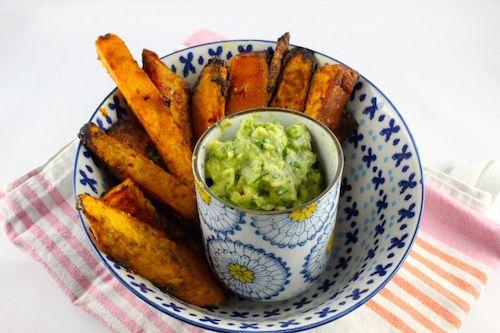 Rezept: Ayurvedische Süßkartoffelwedges mit Holy Coco Guacamole