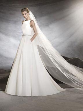 Svatební šaty Pronovias 2017 ve svatebním domě NUANCE. Model Oval.
