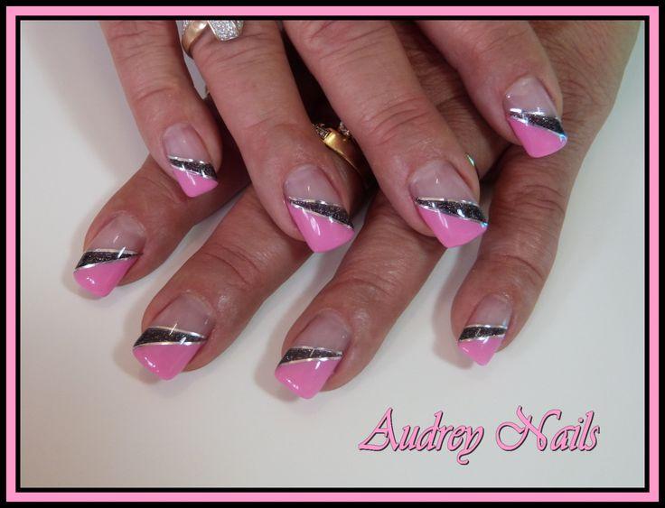 French biseautée rose et noire pailleté   fil argent par Audrey Nails 91