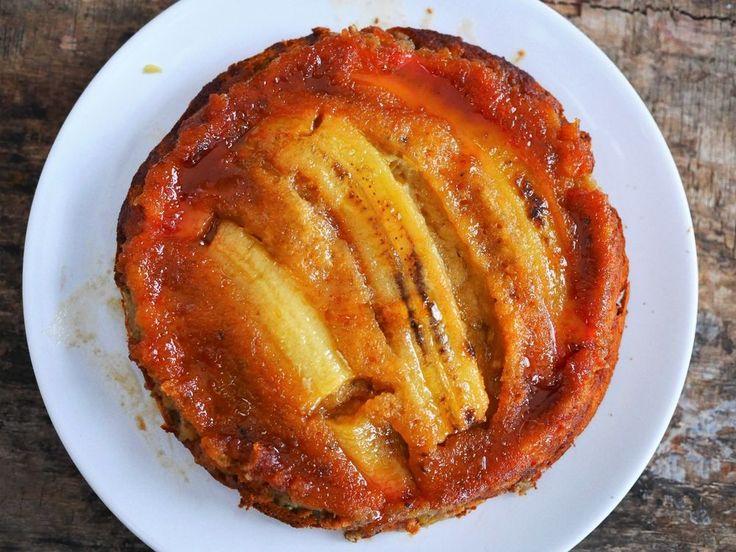 Une recette de gâteau à la banane facile et moelleux, avec un petit fond caramel mi coulant mi craquant, qui vous fera oublier toutes les autres recettes !