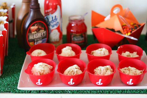 Adorable baseball-themed party ... too bad David's birthday is in December!