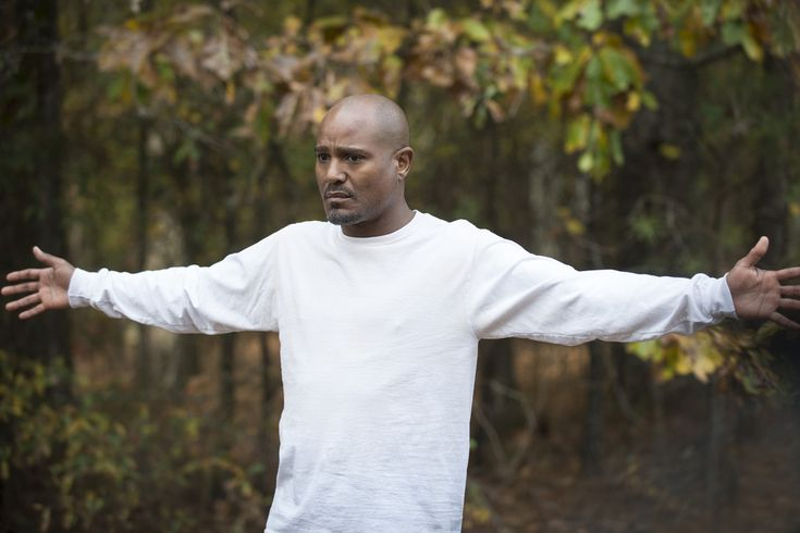 TWD: Seth Gilliam Defends Father Gabriel, Thinks He's on Path to Forgiveness