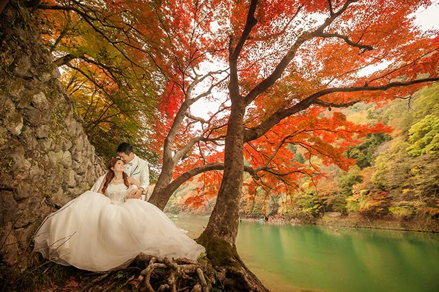 Angeline Seow and Low Wei Xu's pre-wedding shot captures autumn in Kyoto in Japan beautifully. Photography: The Feline Bridal (6339-5669) http://www.herworldplus.com/weddings/updates/walk-park#.UyAsJte4a6U #portrait #prewedding #photography #weddings #singapore #brides