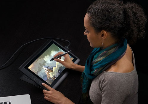 Wacom Cintiq 13HD tablet, great mobility and ability!