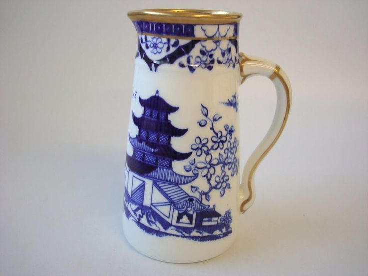 """Grainger & Co Pre Royal Worcester Dated 1870 - 1889 Pagoda / Temple Oriental Theme Blue & White Milk Jug with Gold Trim Measures 5.75"""" high x 4.25"""" wide from pourer to handle In very good condition, gold good No chips cracks or crazing, I am happy to combine Postage on any Items For Selling Policies please see terms of Sale in my Shop Visit My eBay Store Postage Rates Include a Charge for High Quality Packaging for Protection during delivery. 