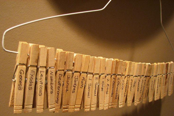 Excelente idea para aprender los libros de la Biblia: Esconder-descubrir-ordenar libros de la Biblia