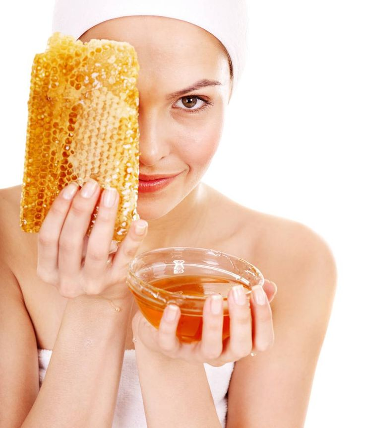 Anti cellulite mask with honey improves circulation and stimulates lymphatic flow. Bicarbonate of soda is a natural exfoliant, and honey hydrates the skin