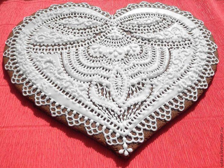 Купить или заказать Кружевное Сердце  (разные примеры) в интернет-магазине на Ярмарке Мастеров. Пряник Кружевное Сердце на фото 23*28см (2000р) максимально 30*37 см (3300р) на других фотографиях - сердца 15см (670р) Есть размеры 7см - 150р 8см- 195р 9 см - 245р 10см - 295р 18см - 1100р(включает упаковку в коробочку) Огромное сердце Пазл 30*40см 3950 ( упаковывается в…