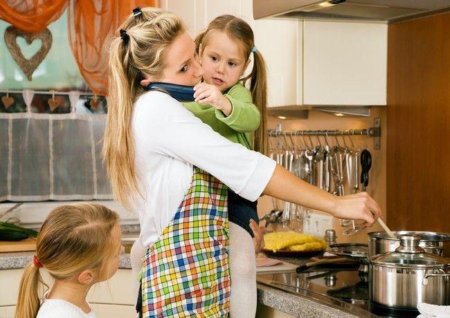 4 lucruri de care trebuie sa se detaseze o mama casnica