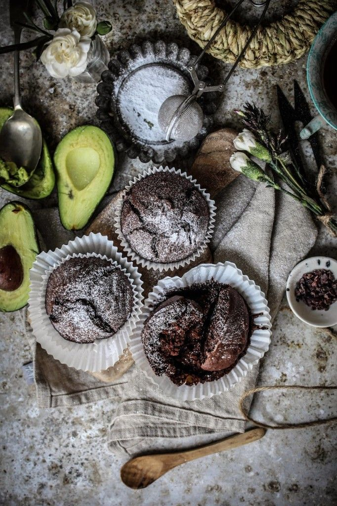 i know its not like me to try and create something healthy (or healthier than it would bewith butter?) but its incredible how good these vegan muffins taste. if you want them to be extra healthy then swap the sugar for honey or maple syrup. i replaced the butter with mashed avocado and used water …
