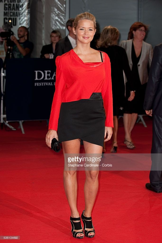 Photo d'actualité : Virginie Efira attends 'The Debt' Premiere at the...