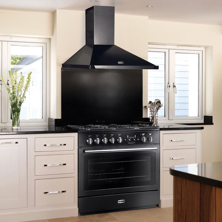 Deilig med en romslig ovn på hele 116 liter! Tenk hvor mye god mat for man plass til  #Falcon #falconnorge #falconkomfyr #cooker #komfyr #ilovemycooker #beautifulkitchen #kjøkken #kitchen by falconnorge Great kitchen remodeling ideas