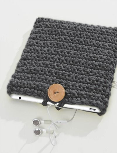 FREE pattern! Crochet iCover - use some of your stashed up yarn AND keep your electronics safe and scratch free. What a great idea!