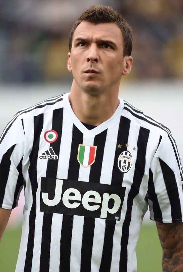 La Juventus ha deciso che è Mario Mandzukic l'attaccante che sostituirà Fernando Llorente. Si, perché chi pensa che il croato sia il sostituto dell'Apache si sbaglia di grosso. E' Paulo Dybala per caratteristiche l'uomo che sostituisce Carlos Tevez.