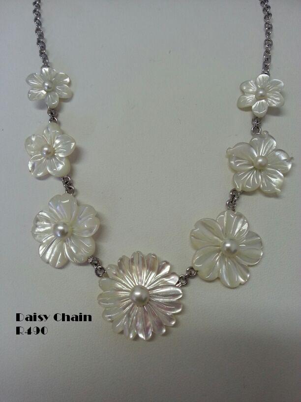 Daisy chain #greatgatsby #daisy #silver #pearls