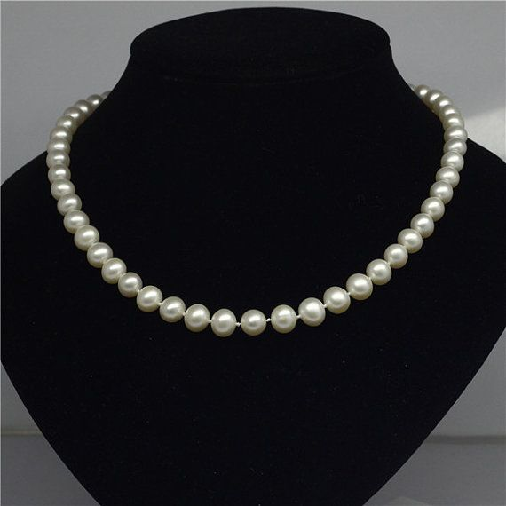 White classic real pearl necklaces by Pearlpalace on Etsy, $99.00 Perfect for any season