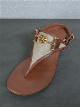 Classic Summer Sandal http://pinterest.com/nfordzho/shoes-flats/