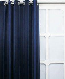 Verduister Streep Blauw  Deze verduisterende gordijnen hebben een luxe uitstraling en zijn door de verduisterende werking uitstekend geschikt voor in de slaapkamer.  Stof eigenschappen Stofbreedte  150 cm   Materiaal  100% polyester   Kleur  Blauw      € 7,99 per meter