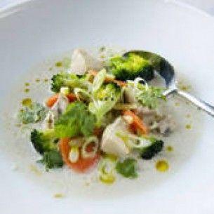 Kycklingsoppa/gryta med citrongräs, ingefära, chili, lime och grönsaker