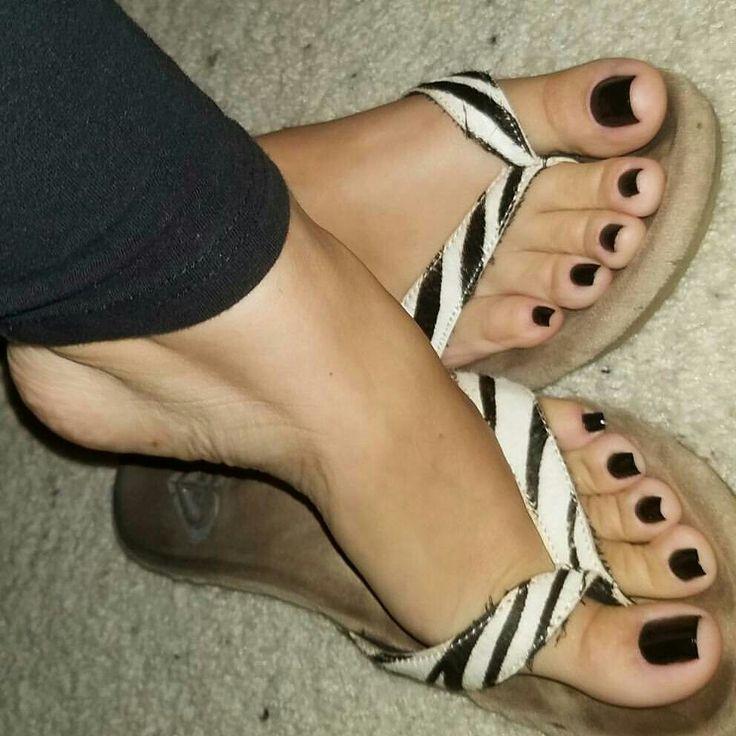 Topic Black women feet in flip flops toenails exact