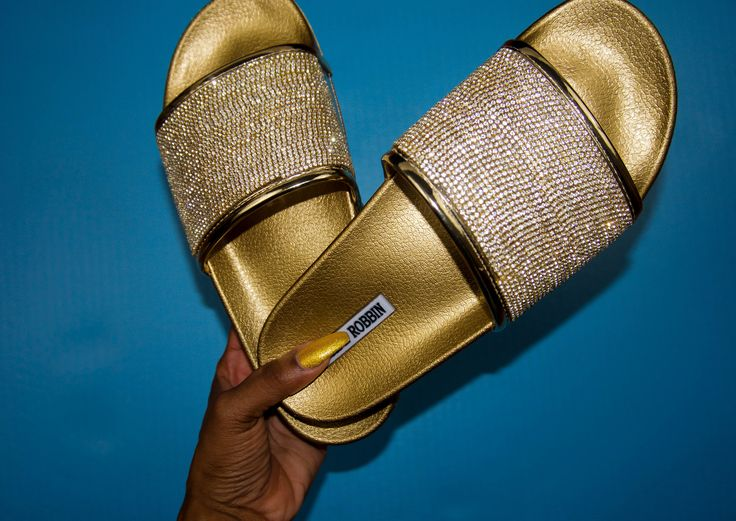 Do-it-yourself fashion project to make your own sparkly flat sandals. These gold flat sandals are perfect addition to add some extra shine to your summer outfit.     Bling shoes diy - bling sandals - instagram baddie -  slides - slides outfit - all things fleeky - crystal flip flops - wedding shoes - fly sandals