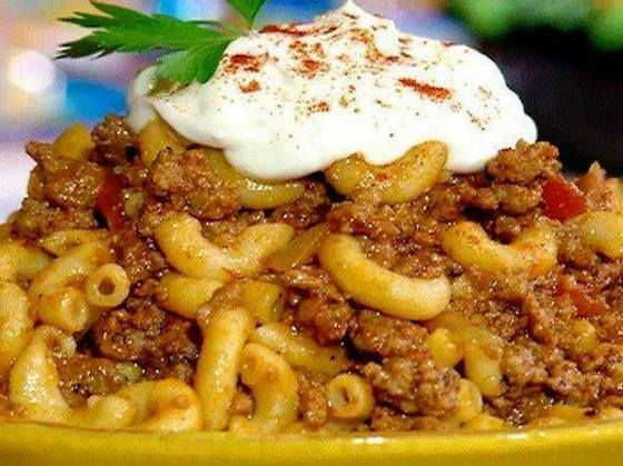 Yummy, Please make sure to Like and share this Recipe with your friends on Facebook and also follow us on facebook and Pinterest to get our latest Yummy Recipes. To Make this Recipe You'Il Need the following ingredients: Ingredients : 2 pounds lean ground beef 2 large yellow onions, chopped 3 cloves garlic, chopped 3 cups water 2 (15-ounce) cans tomato sauce 2 (15-ounce) cans diced tomatoes 2 tablespoons Italian seasoning 3 bay leaves 3 tablespoons soy sauce$ 1 tablespoon House Seasoning…