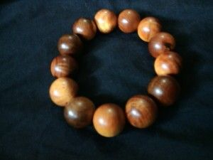 Gelang agathis 18mm.  Check www.indonesianhandycraft.com for more info.