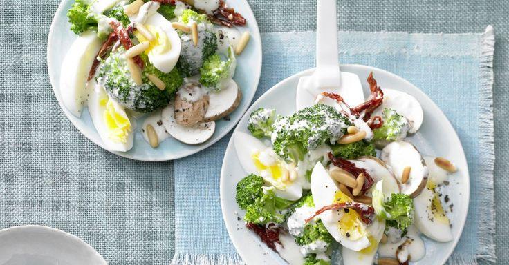 eier brokkoli salat rezept ideen f rs essen pinterest brokkoli salate party salate und. Black Bedroom Furniture Sets. Home Design Ideas