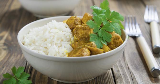 Recette de Curry de poulet express au Cookeo. Facile et rapide à réaliser, goûteuse et diététique. Ingrédients, préparation et recettes associées.