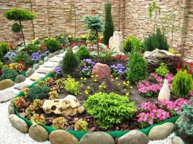 Садовая композиция с многолетниками
