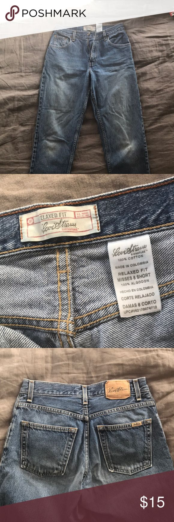 "Signature by Levi Strauss relaxed fit jeans! Great condition and quality. Levi ""mom"" jeans. Size 8 short. Signature by Levi Strauss Jeans"
